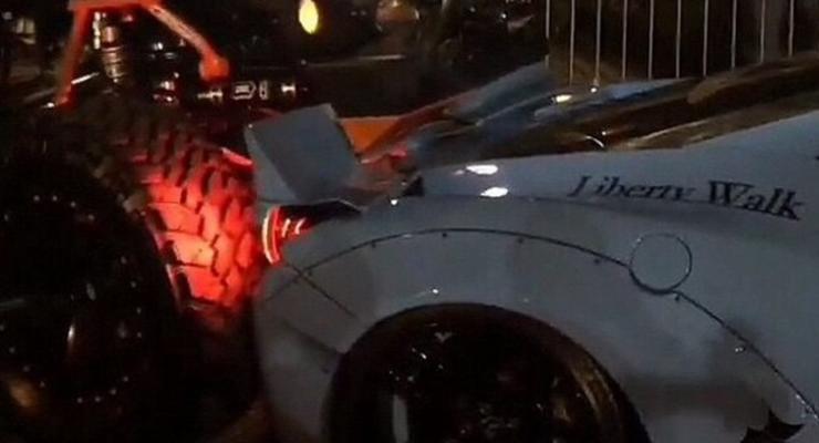 На автошоу в Лас-Вегасе тюнингованный Джип раздавил Феррари (видео)
