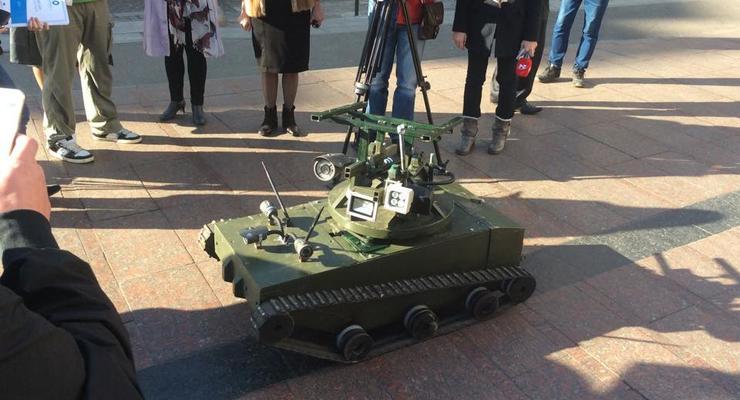 В зоне АТО воюют минитанк-робот и гантрак с головой кабана (фото)