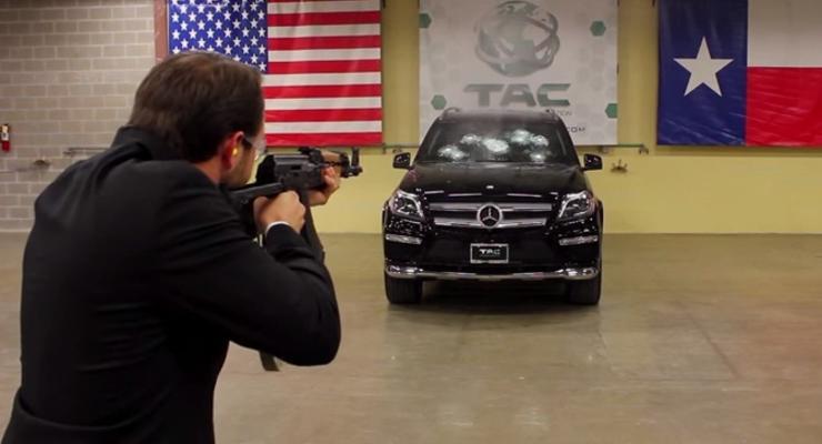 Американцы посадили директора компании в бронированное авто и расстреляли (видео)