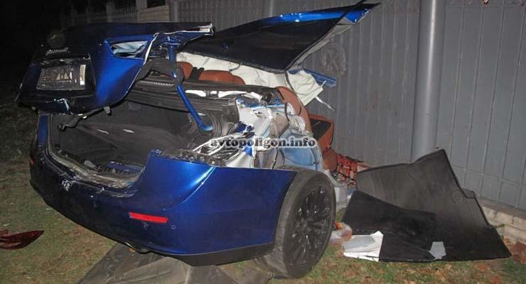 ДТП в центре Киева: Maserati разорвало на две части