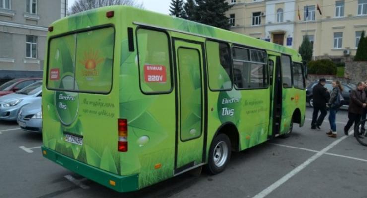В Луцке конструкторы сделали электробус из Богдана (фото)