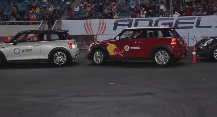 В Китае установили мировой рекорд по параллельной парковке (видео)