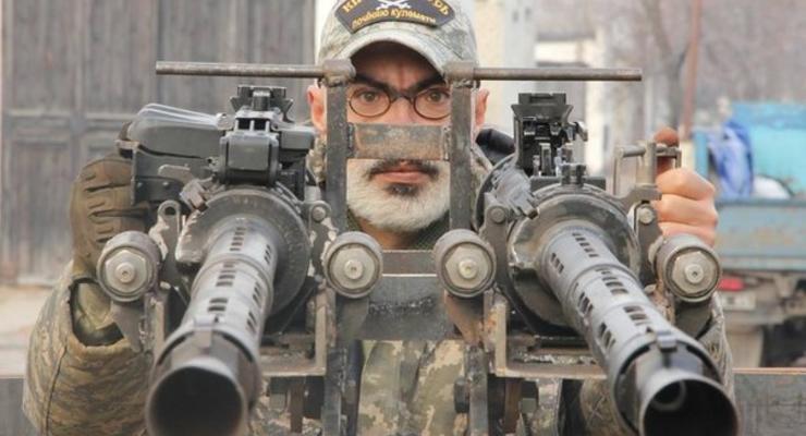 """Волонтеры сделали броневик-""""цукерочку"""" из армейского тягача (фото)"""