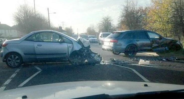 Появилось фото с места аварии Дэвида Бекхэма