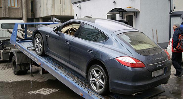 В Киеве с помощью эвакуатора похитили Porsche Panamera
