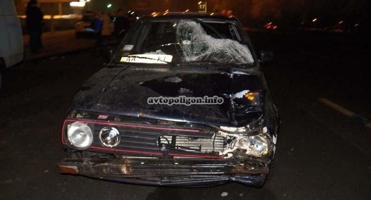 В Киеве Volkswagen Golf насмерть сбил пешехода