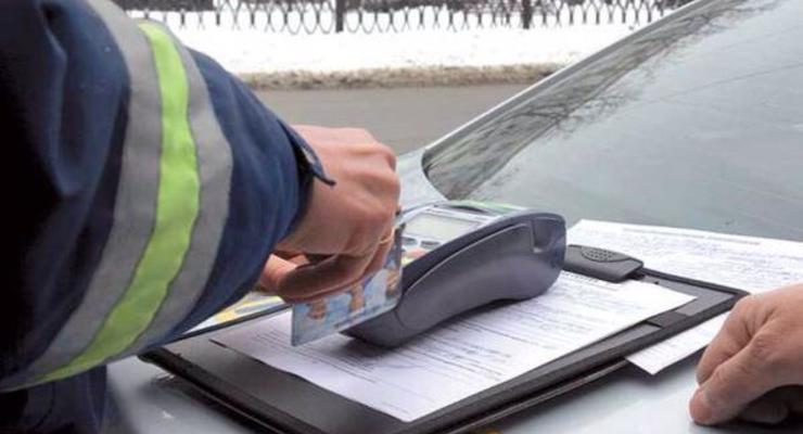 В Киеве водители смогут официально оплачивать штрафы на месте