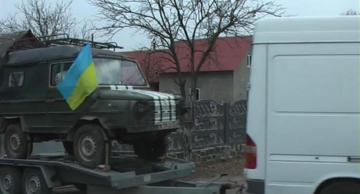 В зону АТО передали бронированных Хомячка и Волынянку