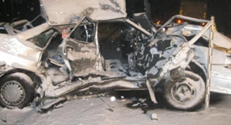 На Тернопольщине ВАЗ врезался в грузовик: есть жертвы (видео)