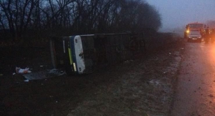 Под Полтавой перевернулся автобус: есть раненые (фото)