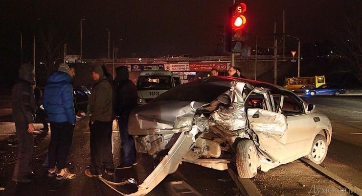 В Одессе водитель BMW устроил замес - пострадали четыре авто (видео)