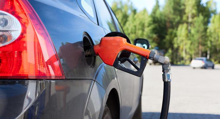 Продажи бензина на заправках упали на четверть
