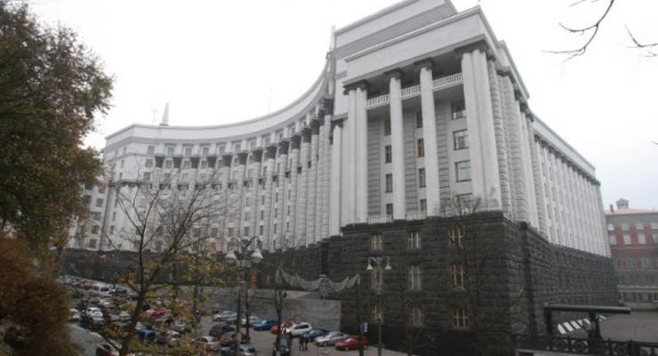 Кабмин предложил ввести временный налог на импортные иномарки