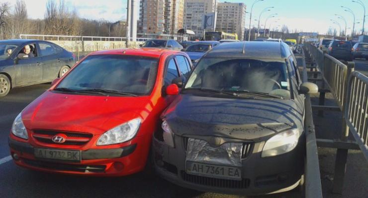 В Киеве произошло тройное ДТП, возникла пробка