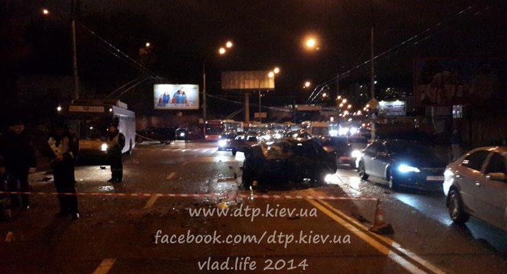 В Киеве в страшном лобовом столкновении погибли два водителя (фото)