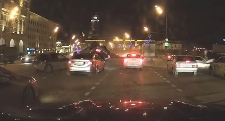 В Москве гонщик на Porsche протаранил восемь машин (видео)