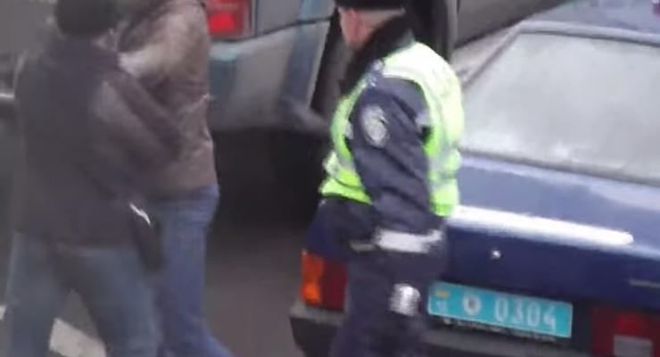 В Ровно неизвестный избил активиста Автомайдана на глазах у ГАИ