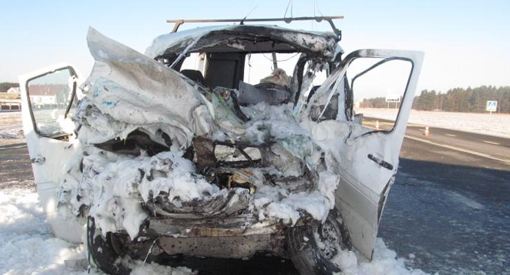 В Беларуси автобус с украинцами попал в аварию, есть жертвы (фото)
