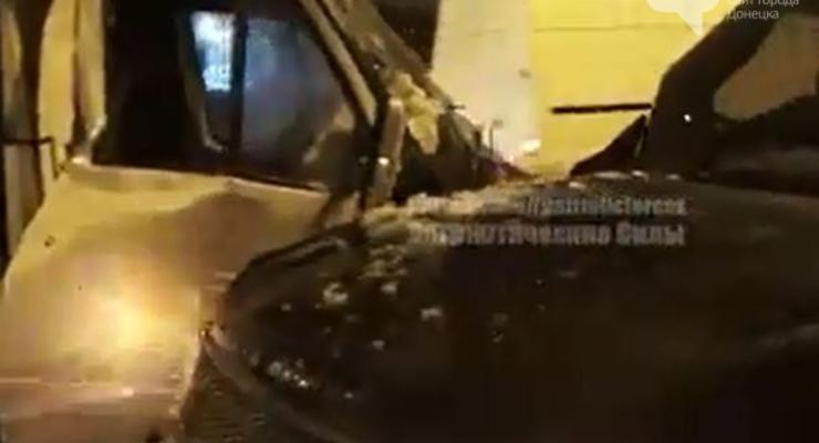 В Донецке джип боевиков протаранил маршрутку (фото)