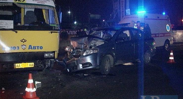 В Киеве маршрутка попала в аварию (фото)