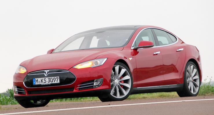 Tesla установила рекорд скорости среди электрокаров (видео)