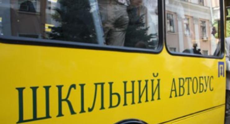 На Сумщине автобус столкнулся с военным Уралом: пострадали дети