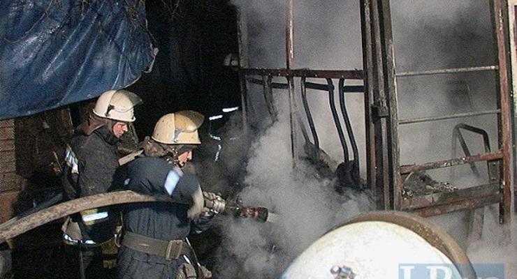 В Киеве на Братиславской сгорела маршрутка (фото)