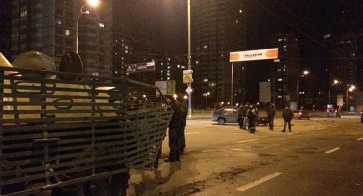 В Киеве в ДТП попали БТР и два автомобиля
