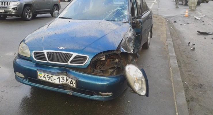 В Киеве столкнулись Mitsubishi и Daewoo Lanos