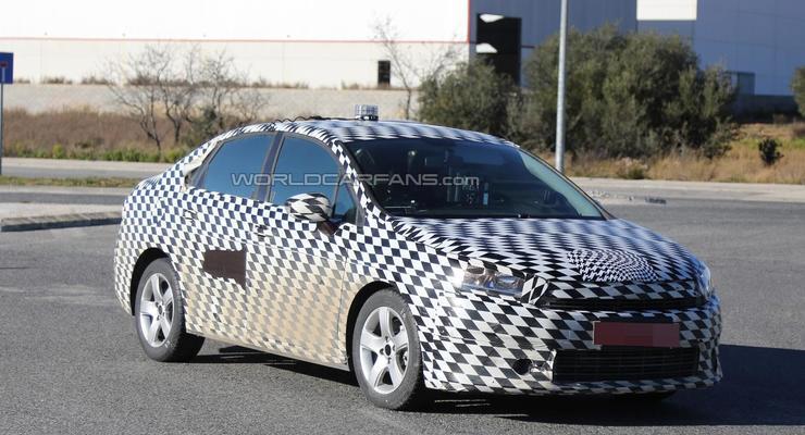 Citroen вывел на тесты новый седан (фото)