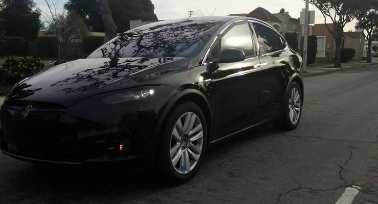 Кроссовер от Tesla сфотографировали без камуфляжа