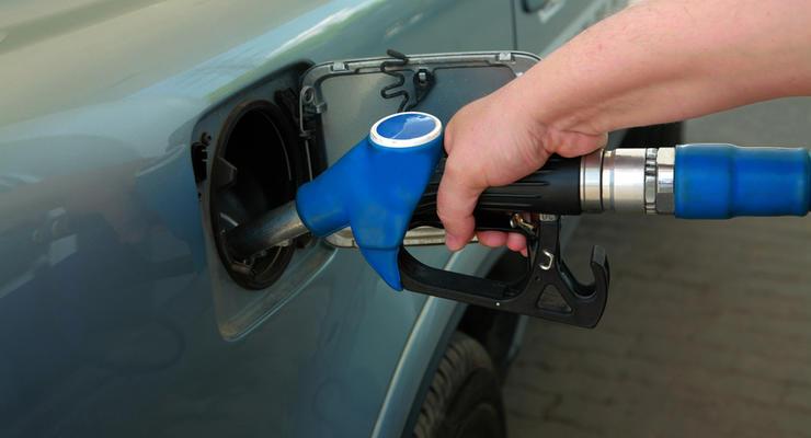 Бензин А-95 стоит уже почти 22 гривны