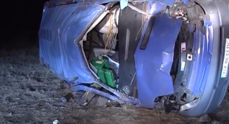 На Николаевщине перевернулся микроавтобус, есть жертвы (видео)