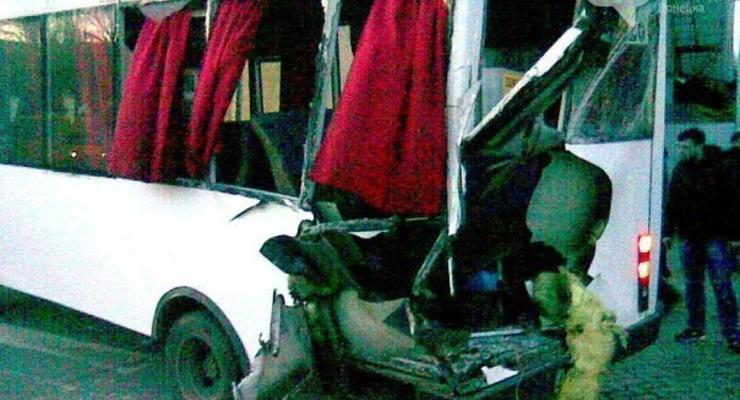 В Донецке боевики ДНР устроили аварию с маршруткой (фото)