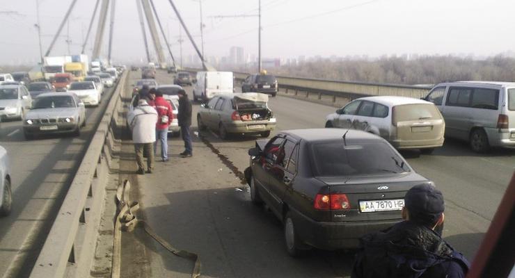 В Киеве на Московском мосту в ДТП попали четыре автомобиля (фото)