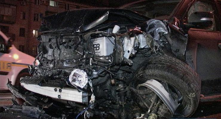 В Киеве внедорожник протаранил три автомобиля, есть раненые