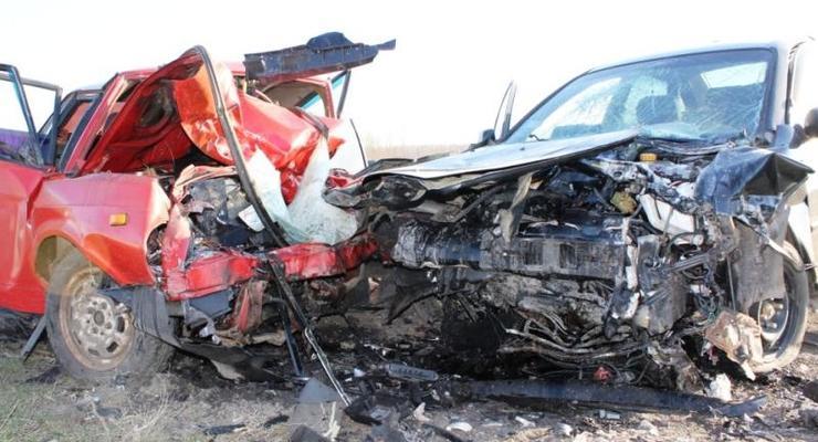В лобовом столкновении под Запорожьем погибли четверо (фото)