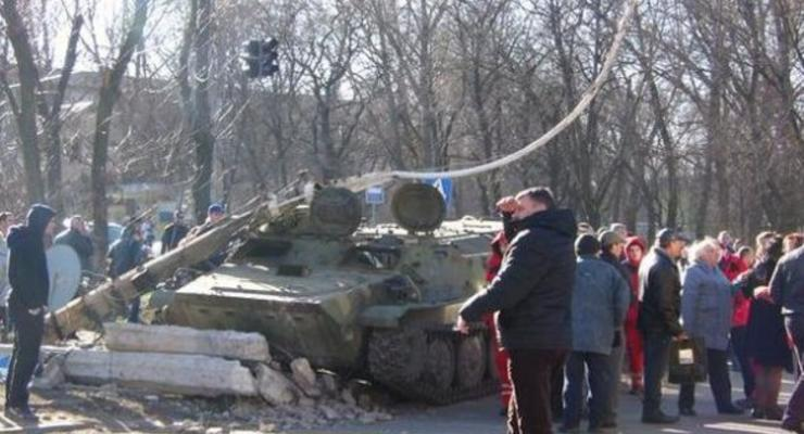 В Константиновке бронемашина сбила детей, погибла девочка (фото)