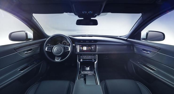 Jaguar показал новый бизнес-седан XE (видео)