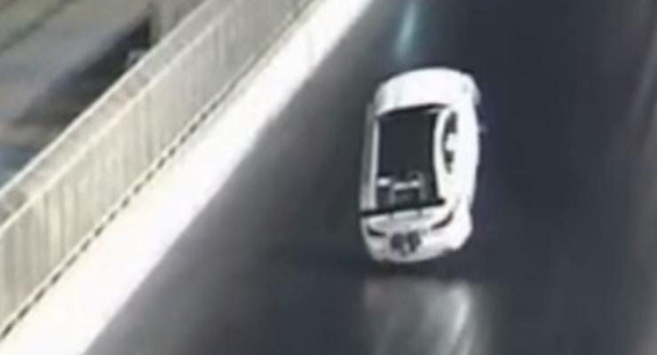 """На гонках в Бахрейне Lexus """"пошел на взлет"""" и разбился о стену (видео)"""
