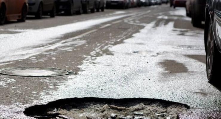 Укравтодор пообещал за три месяца залатать 90% ям на трассах