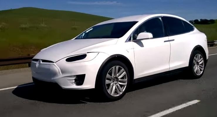 Tesla Model X заметили перед премьерой (видео)