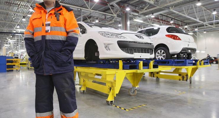 Peugeot-Citroen и Mitsubishi приостанавливают производство на заводе в России