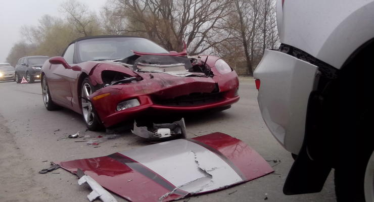 В Киеве разбили спорткар Chevrolet Corvette (фото)