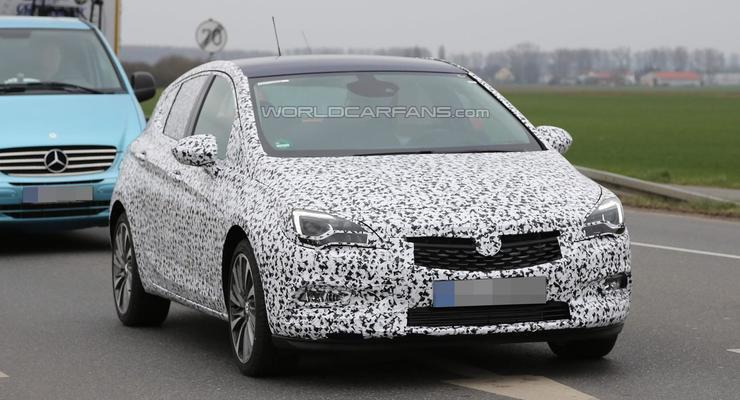 Новый Opel Astra в легком камуфляже вывели на тесты (фото)