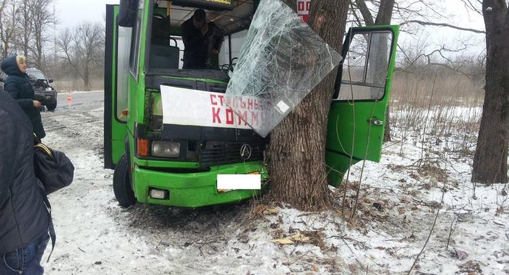 На Харьковщине автобус попал в аварию, восемь человек пострадали