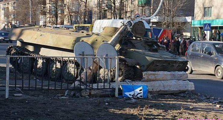 Военные прокуроры закончили расследование ДТП с бронемашиной в Константиновке