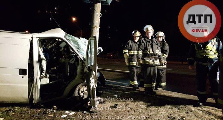 В Киеве мужчина угнал Fiat Ducato и погиб в ДТП (фото)