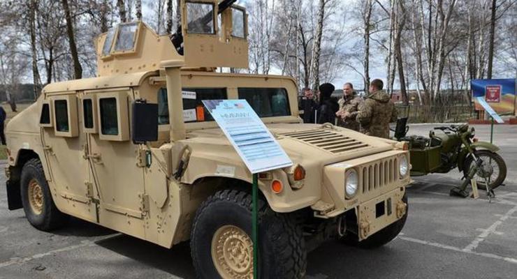 Укроборонпром представил модернезированные Humvee и Saxon