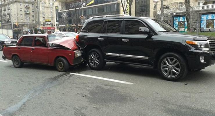 В центре Киева произошло курьезное ДТП (фотофакт)